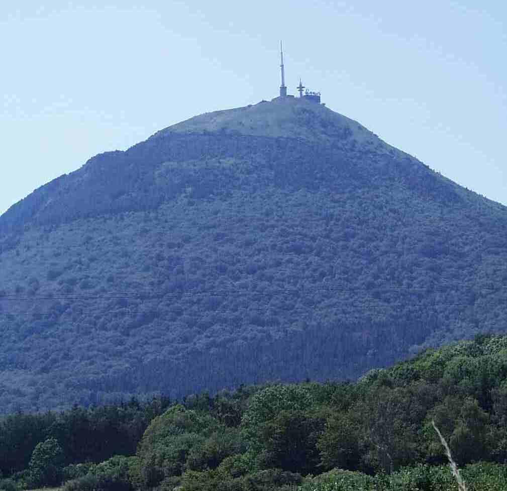 Les volcans de la cha ne des puys for Piscine puy de dome
